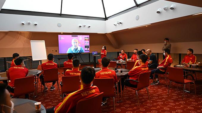 Tuyển futsal Việt Nam nghe phổ biến quy định, điều lệ vòng chung kết FIFA Futsal World Cup 2021. Ảnh: VFF