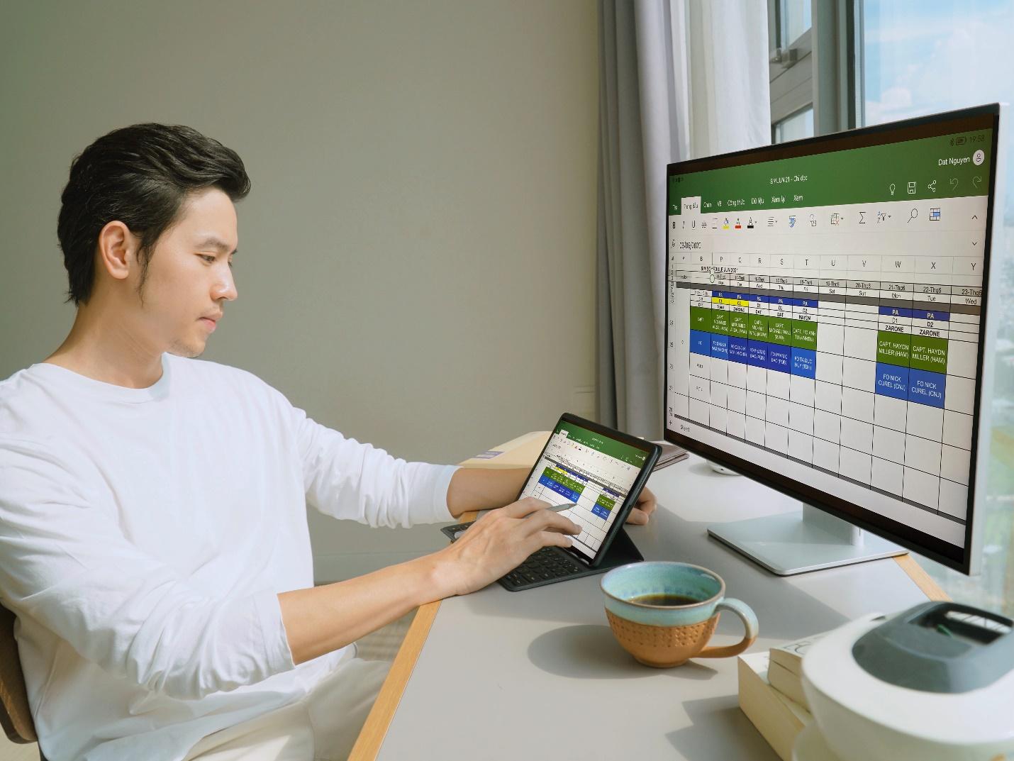 Cơ trưởng Quang Đạt sử dụng Huawei MatePad 11 thay cho laptop.