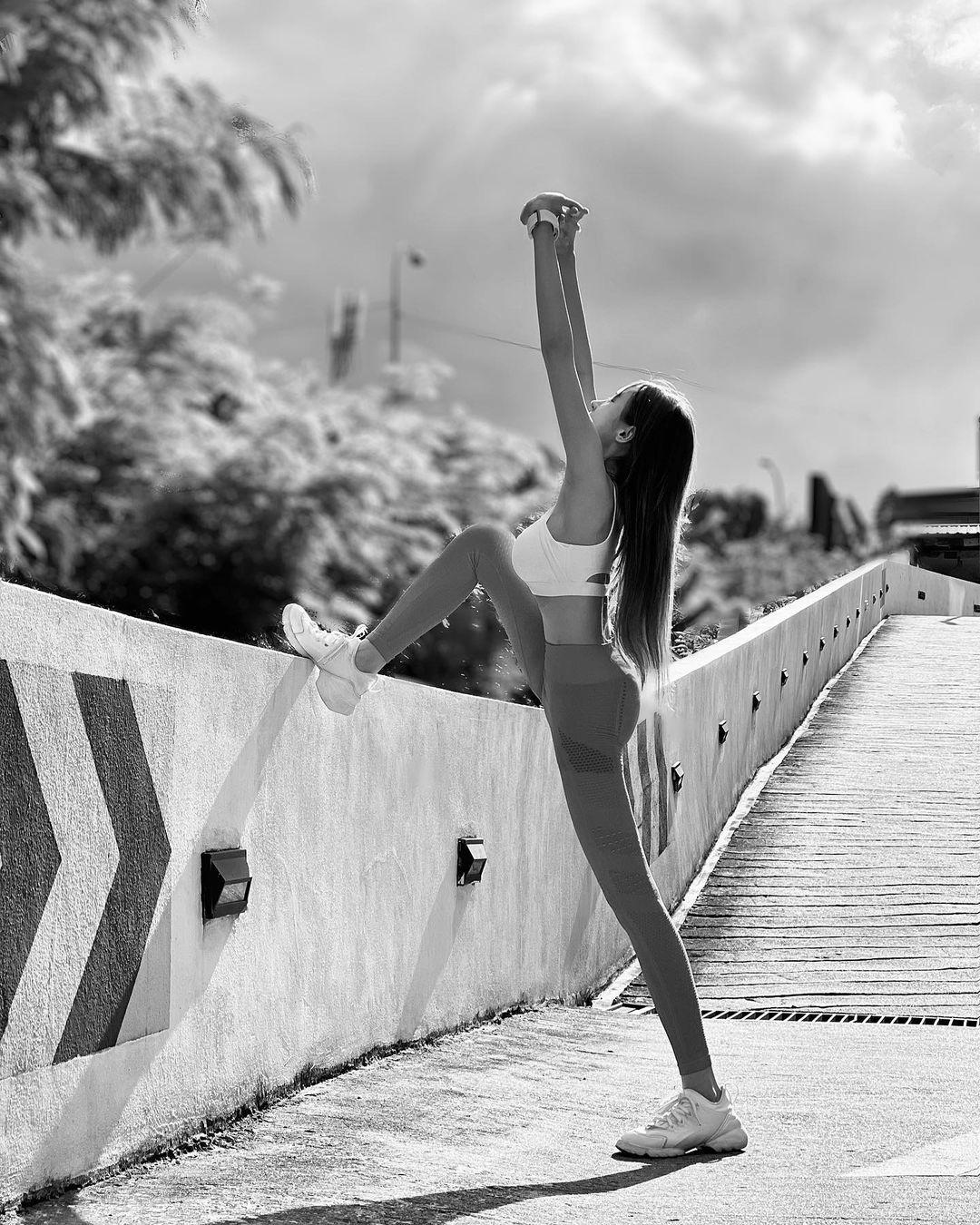 Để giữ được thân hình hoàn hảo, cô gái cho biết tập luyện đều đặn. Cô không bao giờ ăn nhiều đồ dầu mỡ, nhiều đường, mỗi bữa ăn đều rất nhạt.