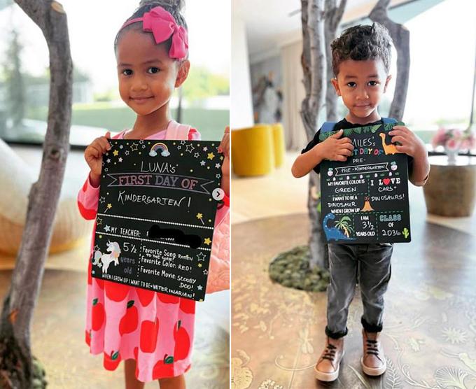 Hai con của Chrissy Teigen - Luna và Miles - hào hứng chuẩn bị giới thiệu bản thân cho ngày đầu đi học.