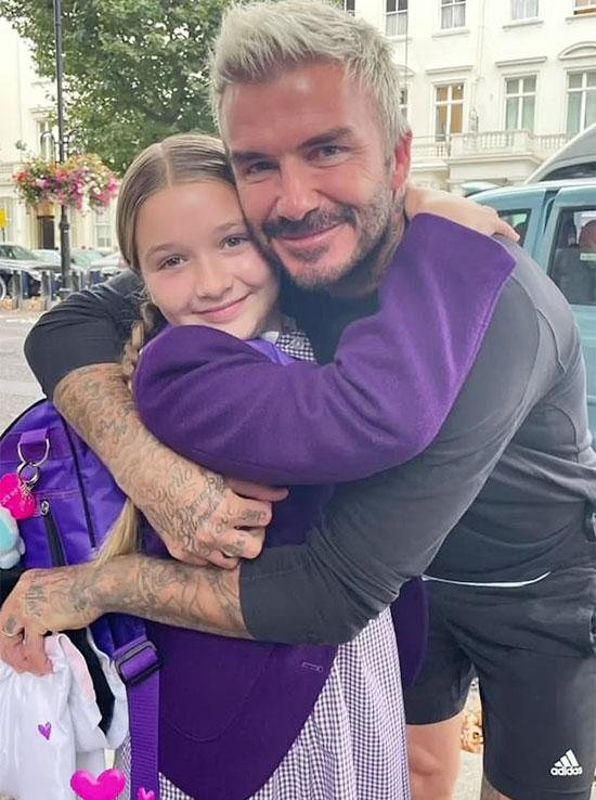 Becks ôm con gái trước khi cô nhóc lên lớp hôm 9/9. Ảnh: Instagram