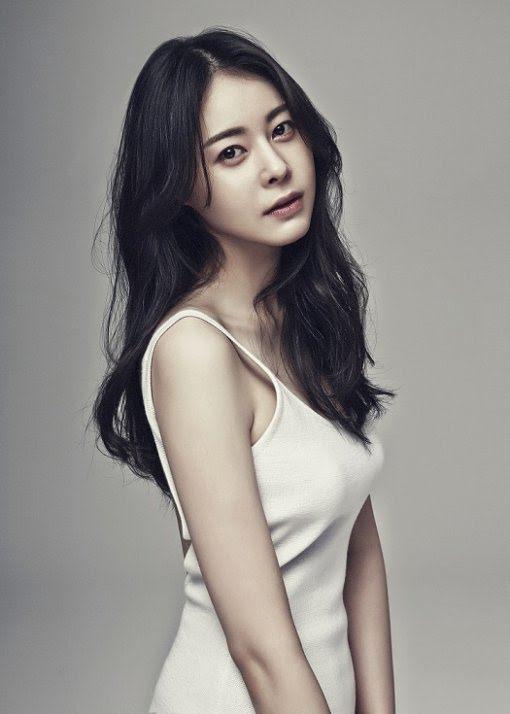 Heo Ji Tae từng được gọi là tiểu Kim Tae Hee vì nhan sắc nổi trội.