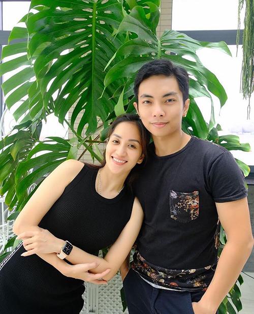 Vợ chồng Khánh Thi - Phan Hiển tình cảm bên nhau sau ồn ào rạn nứt.