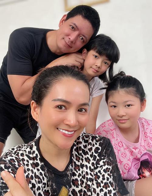 Bà xã Bình Minh cập nhật hình ảnh cho biết gia đình vẫn ổn sau 3 tháng ở nhà.