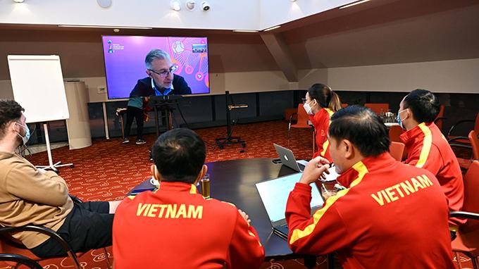 Đại diện tuyển futsal Việt Nam họp kỹ thuật với ban tổ chức vòng chung kết FIFA Futsal World Cup 2021. Ảnh: VFF