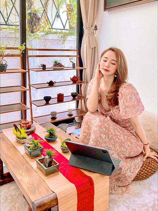 Quỳnh Nga tranh thủ thời gian này để đẩy mạnh việc kinh doanh online, xây dựng hệ thống. Cô cũng sẽ nhanh chóng khai trương studio dạy múa của riêng mình sau khi hết giãn cách xã hội và được chính phủ cho phép.