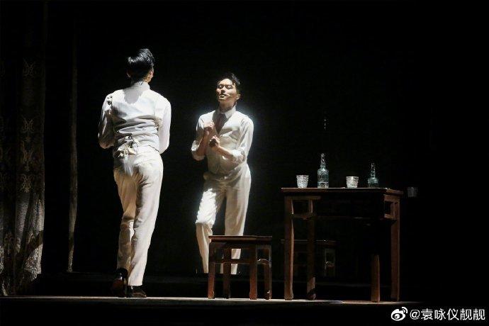 Trương Trí Lâm nhảy một điệu cổ điển để nhớ Đường Hạc Đức.