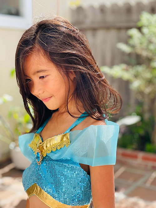 Yvona, sáu tuổi, con gái út của Kim Hiền.