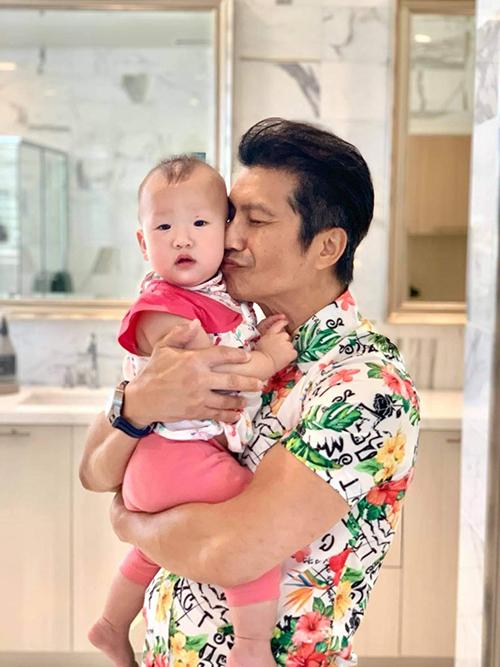 Dustin Nguyễn bồng bé Sahara.