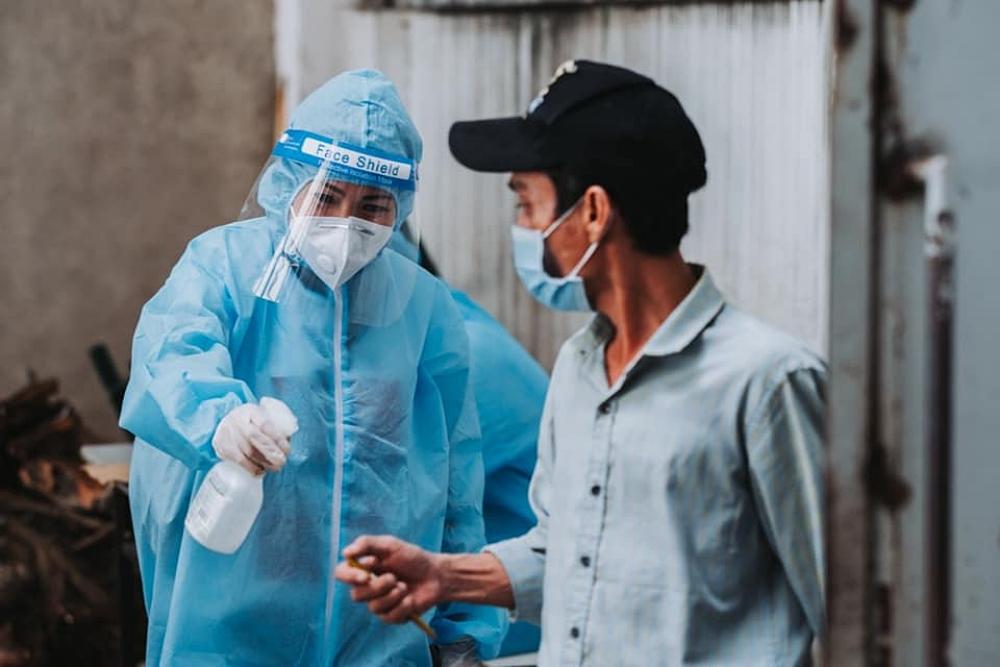 Ca sĩ Phương Thanh tiếp tục chuỗi những hoạt động thiện nguyện, giúp đỡ người dân TP HCM giữa dịch Covid-19.