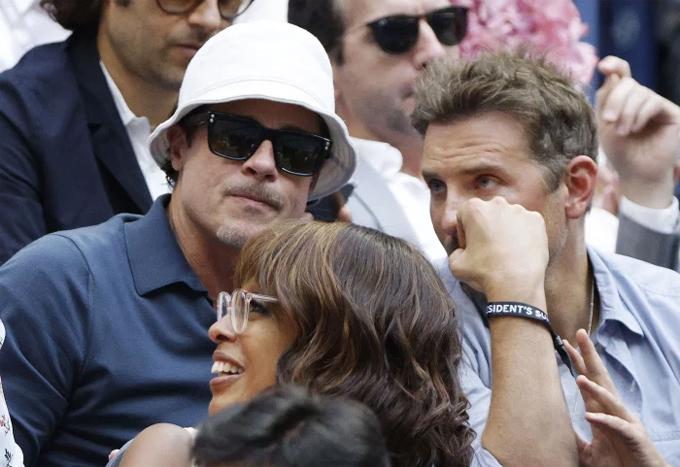 Brad Pitt - hiện định cư ở Los Angeles - bay tới New York để đi xem quần vợt với Bradley vào chiều chủ nhật. Họ có cuộc hội ngộ hiếm hoi vì sống giữa hai miền đất nước. Trước đây Bradley ở Malibu, California nhưng đã chuyển tới New York sống để ở gần con gái Lea sau khi anh và siêu mẫu Irina Shayk chia tay năm 2019.