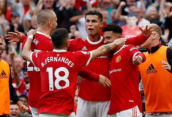 C. Ronaldo chia vui với các đồng đội sau bàn mở tỷ số vào lưới Newcastle hôm 11/9. Ảnh: Reuters