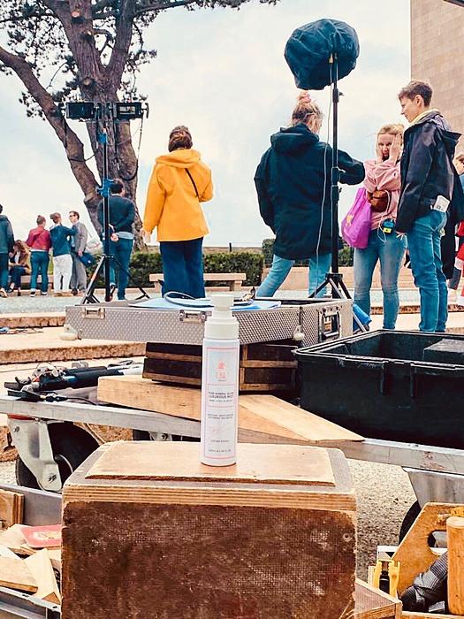 Sản phẩm xịt khoáng tươi của UKU Beauté hiện là thương hiệu chăm sóc da cho các diễn viên đang quay bộ phim bom tấn Vortex.