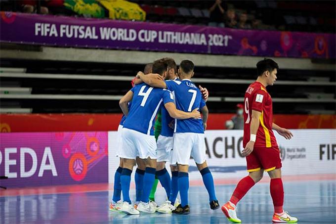 Dù đã chuẩn bị kỹ lưỡng, tuyển futsal Việt Nam vẫn không tránh khỏi thất bại nặng nề trước đối thủ quá mạnh.