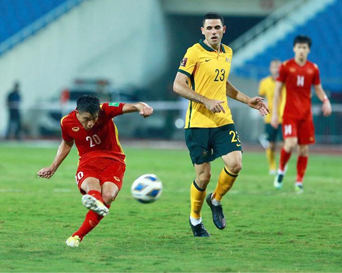 Văn Đức trong một tình huống dứt điểm ở trận đấu với Australia hôm 7/9. Ảnh: Lâm Thoả