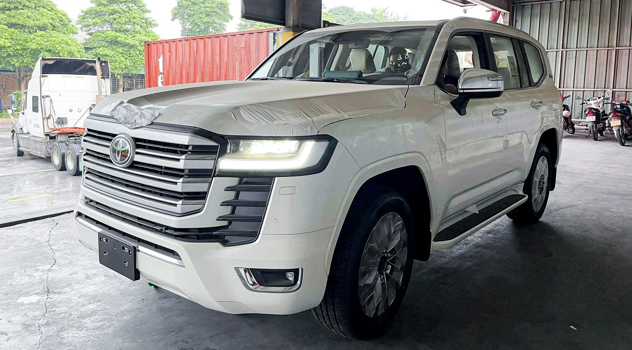 Land Cruiser 2022 nhập khẩu Trung Đông tại Hà Nội. Ảnh: Auto568