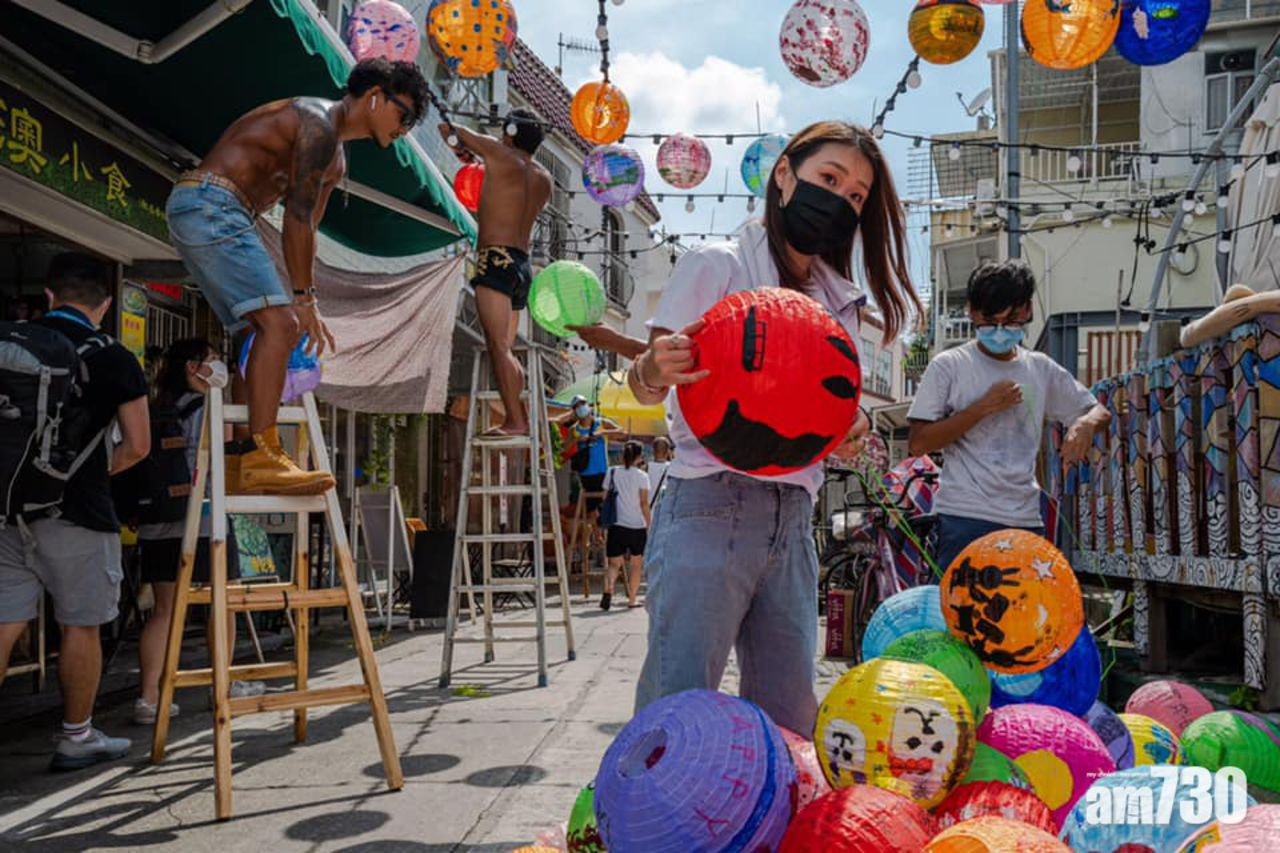 Trung thu một trong những ngày lễ lớn nhất của cộng đồng người Hoa chỉ sau Tết Nguyên đán. Hàng năm, người dân Hong Kong có thói quen về Đại lục đoàn viên gia đình hoặc cùng nhau đi du lịch khắp nơi trên thế giới. Hai năm nay, do ảnh hưởng đại dịch nên du khách xứ Cảng thơm tìm tới những điểm đến trong đặc khu.