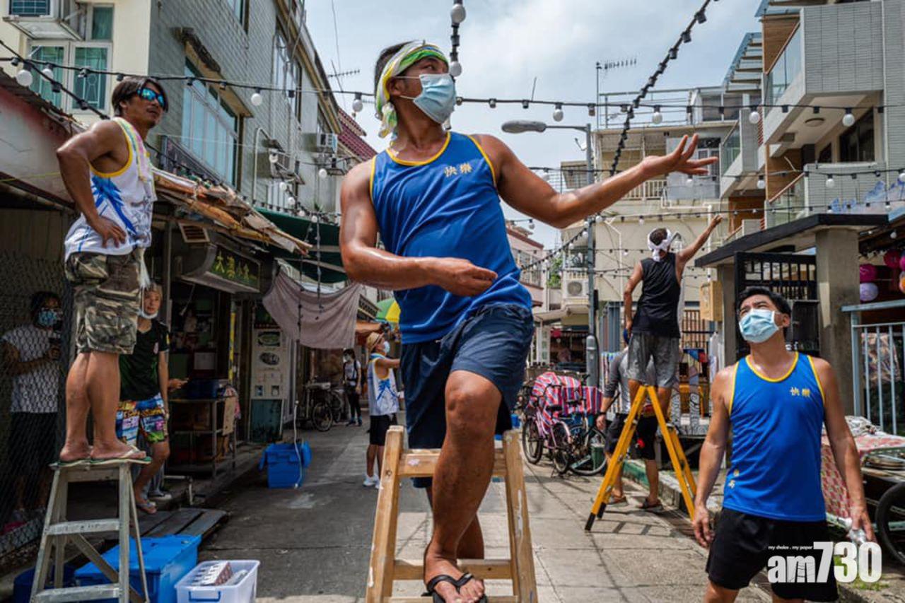 Con phố Jiqing Front Street là một trong những tuyến phố chính được trang hoàng bởi hàng nghìn chiếc đèn lồng sặc sỡ. Trước đây, không có nhiều người tới đây. Nhưng sau đại dịch, có nhiều người ghé qua làng Tai O của chúng tôi hơn do họ không thể đi du lịch như mọi năm, một người dân địa phương nói trên SCMP.