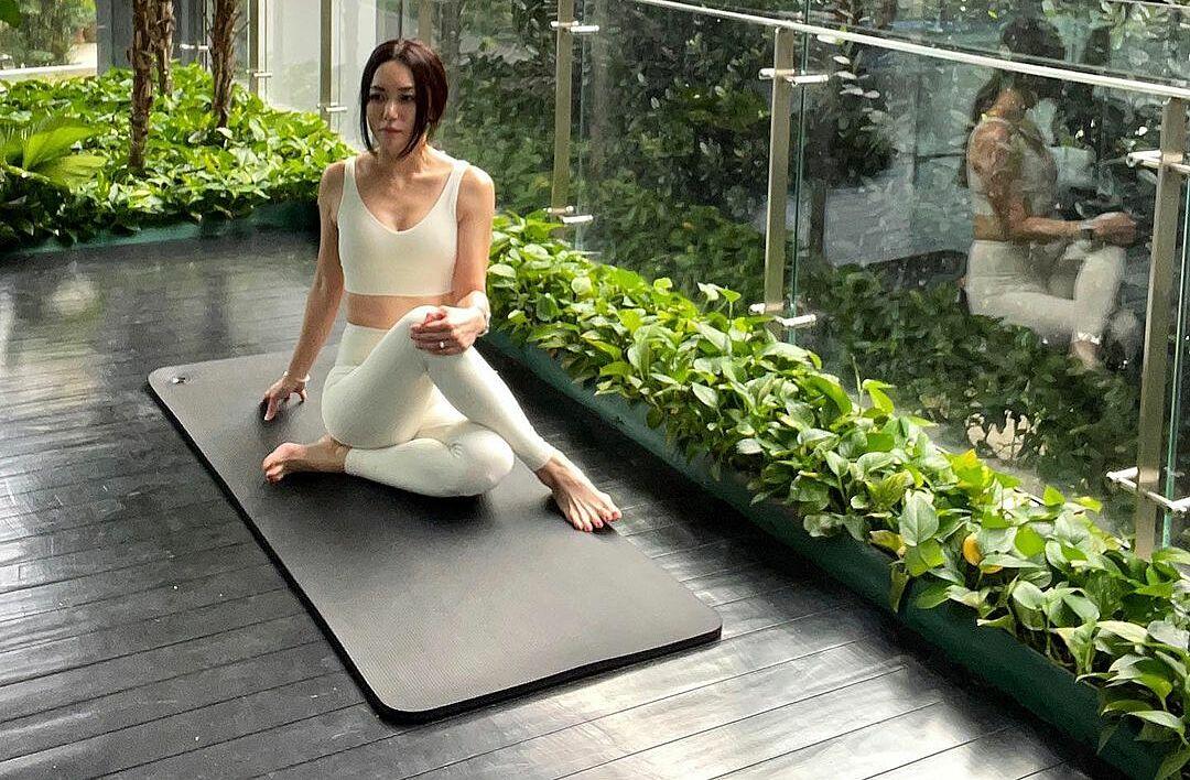 Quách Lệ Phi chăm chỉ tập yoga để duy trì vóc dáng dẻo dai.