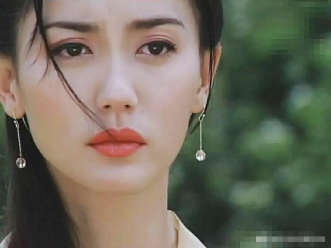 Quách Lệ Phi thủ vai Ân Tố Tố trong Ỷ Thiên