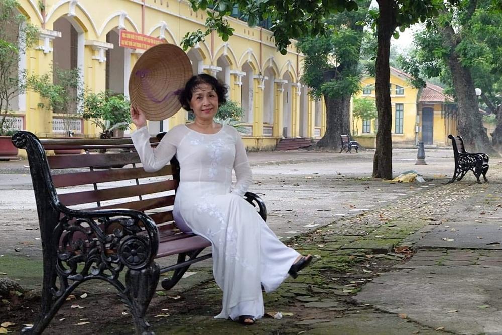 Bà Thúy Anh vừa đón tuổi 64 hôm 14/9. Thời trẻ, bà từng là giáo viên tiếng Anh ở trường THCS Thành Công, Hà Nội. Cùng với chồng làm trong quân đội, bà áp dụng phương pháp dạy con hướng đến những giá trị truyền thống, chăm chỉ học tập.