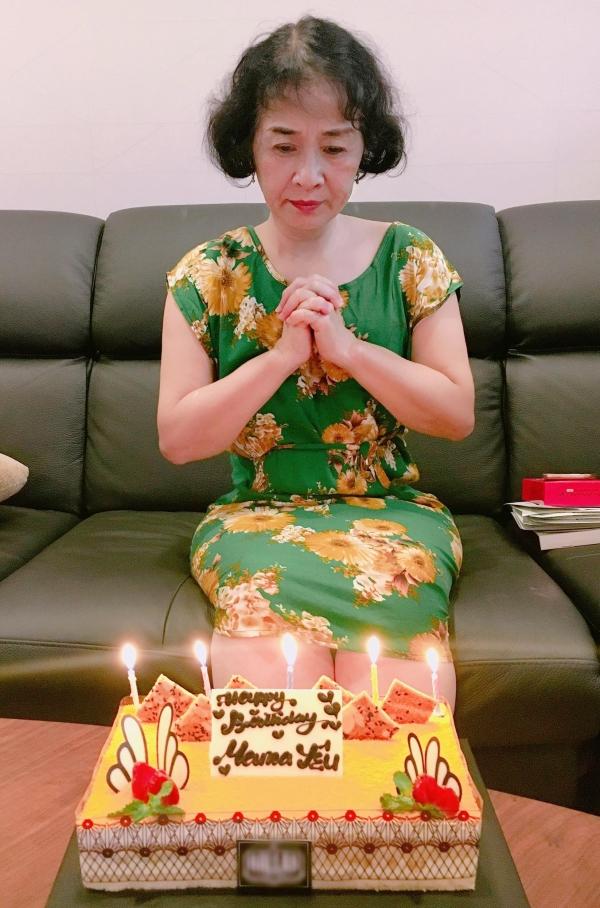 Dù bận rộn, năm nào Chi Pu cũng âm thầm chuẩn bị bánh kem, nấu ăn mừng sinh nhật mẹ. Nhìn thấy bà mạnh khỏe, vui sống là điều hạnh phúc nhất của cô lúc này.
