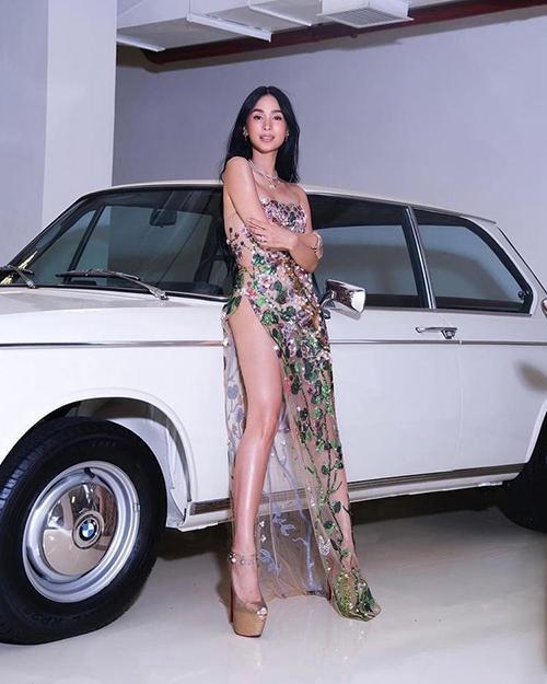 Sau bộ sưu tập giới thiệu tại London Fashinon Week vào tháng 2, nhà thiết kế Trần Hùng nhận được sự quan tâm của nhiều stylist và ngôi sao quốc tế. Anh cho biết, nhiều đơn hàng mới đều đến nhờ sức hút từ hình ảnh trên trang instagram cá nhân.