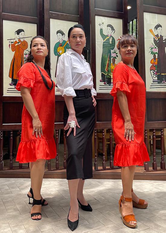 Ở phần hai của Hương vị tình thân, ba bà mẹ bị ghét nhất phim do Thu Hạnh, Quách Thu Phương và Tú Oanh thể hiện trở thành thông gia của nhau. Vì những ân oán trước đó, họ luôn thấy khó chịu mỗi lần gặp gỡ.