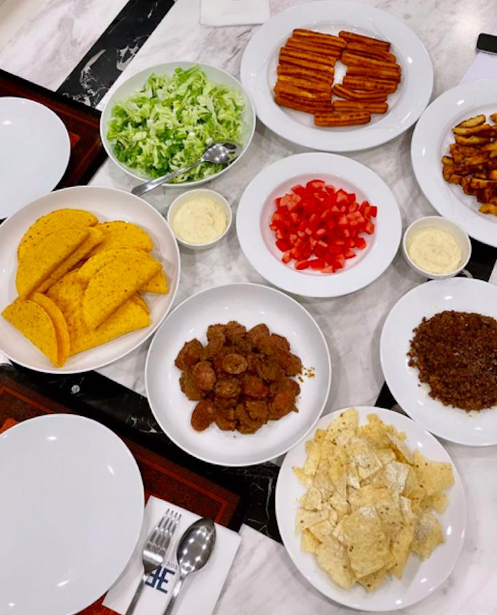 Linh Rin - Philip Nguyễn nấu bữa ăn như tiệc Mexico - 1