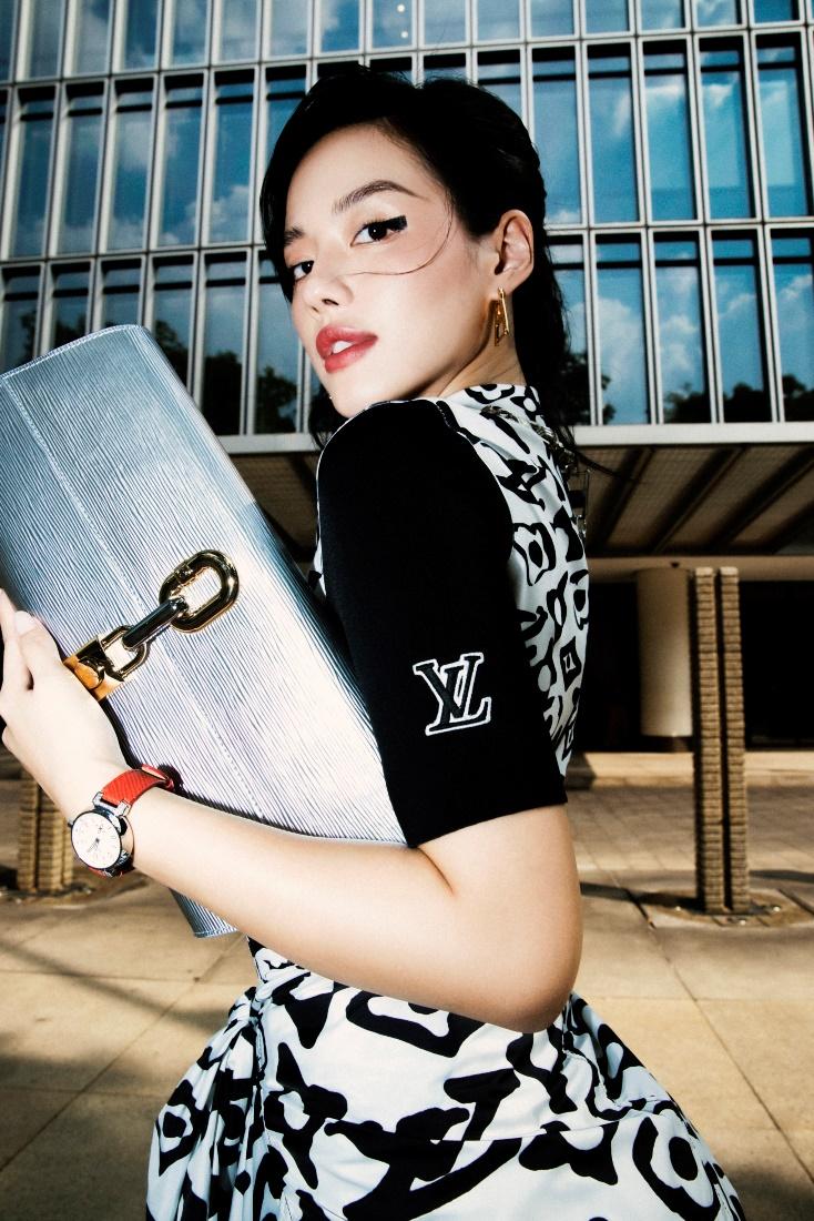 Khánh Linh thường xuyên xuất hiện tại các tuần lễ thời trang với diện mạo cá tính.