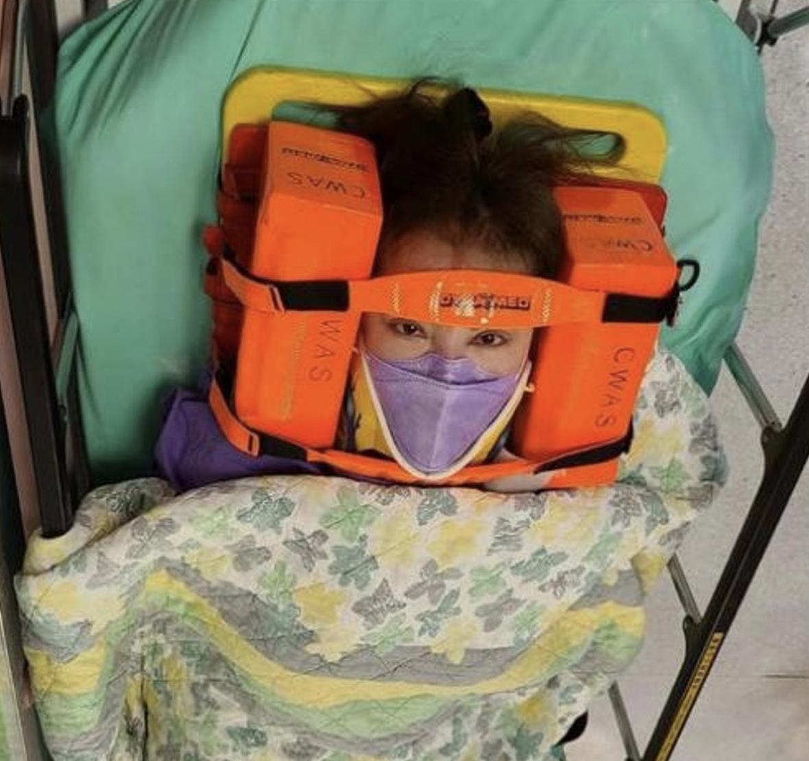 Tiết Chỉ Luân chia sẻ ảnh, thời điểm xảy ra tai nạn và khiến cô phải vào viện.