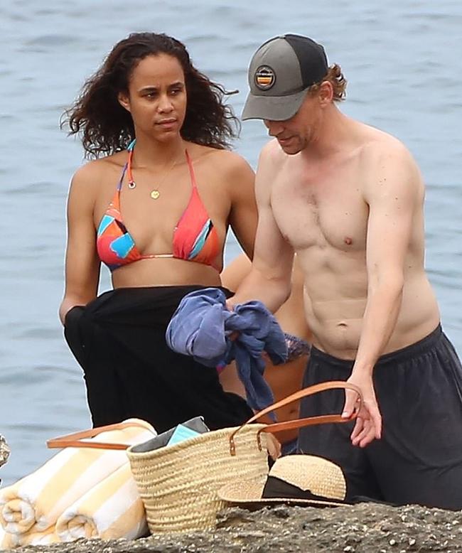 Cặp sao người Anh được trông thấy tình tứ bên nhau ở hòn đảo du lịch nổi tiếng thuộc Địa Trung Hải hôm 13/9.
