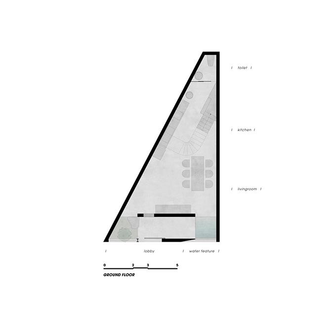 Sơ đồ tầng trệt của ngôi nhà. Công trình xây trên mảnh đất méo hình tam giác nên KTS tính toán kỹ hệ thống cầu thang, vị trí nội thất để tối đa hóa diện tích.