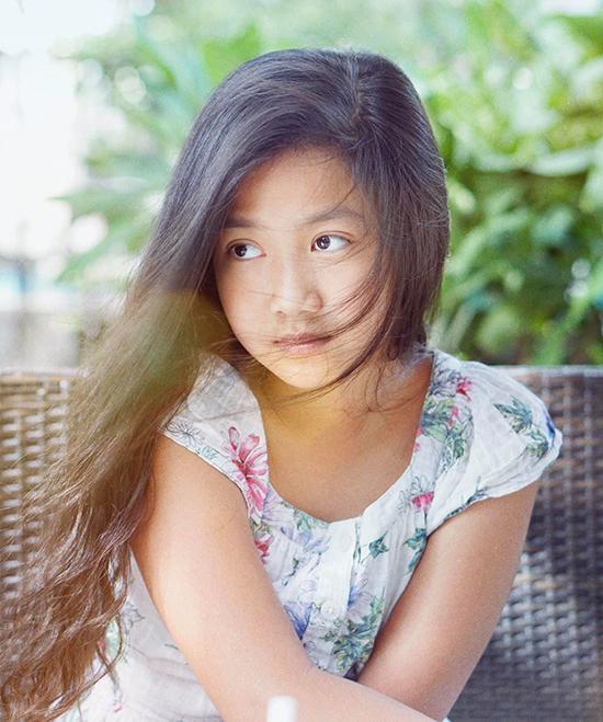 Con gái Mạnh Trường thường diễn mặt lạnh khi làm nàng thơ của bố. Mạnh Trường có niềm đam mê với chụp ảnh và đặc biệt thích chụp con gái.