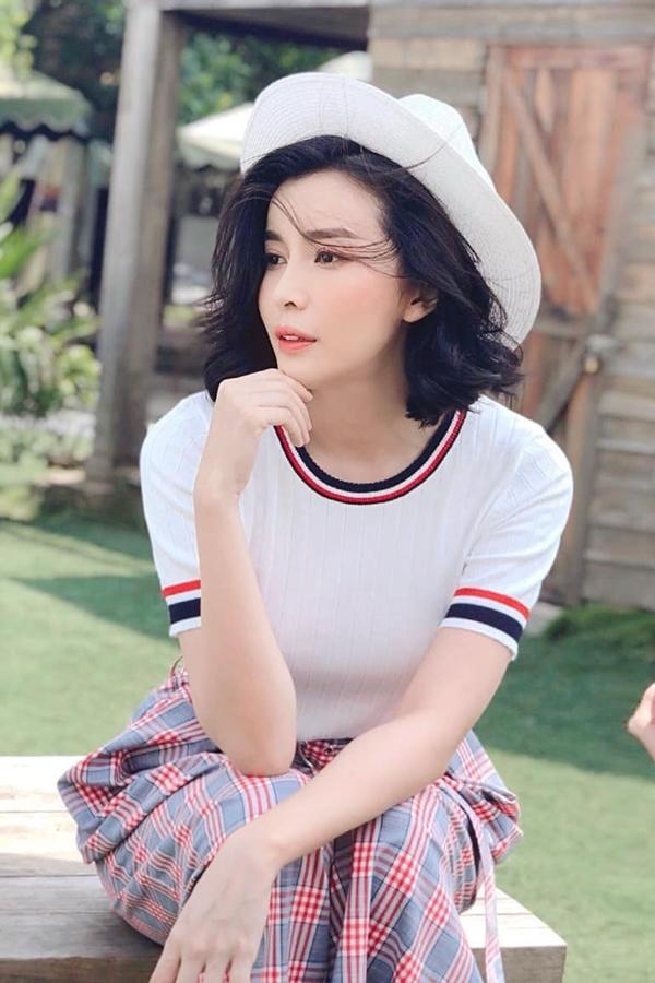 Diễn viên Cao Thái Hà mong chờ ra mắt phim mới Thanh xuân bên đồi. Cô đóng cặp diễn viên Hàn Quốc Kenny Koo.