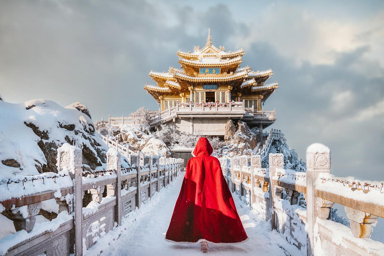 Điện Vàng trên núi Lão Quân vào mùa đông. Ảnh: Liu Simeng