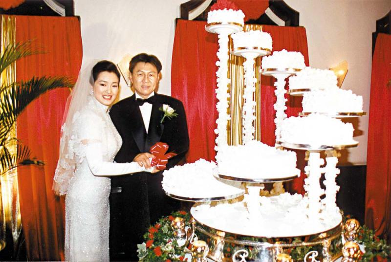 Củng Lợi và chồng trong đám cưới với doanh nhân Singapore Ooi Hoe Seong.