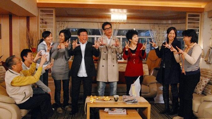 Đa số cảnh phim đông nhân vật, nhiều tiếng cãi vã nhưng không ít tiếng cười. Ảnh: TVB