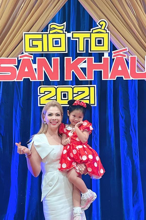 Ca sĩ Thanh Thảo cùng con gái Talia dự giỗ Tổ sân khấu tại Mỹ.