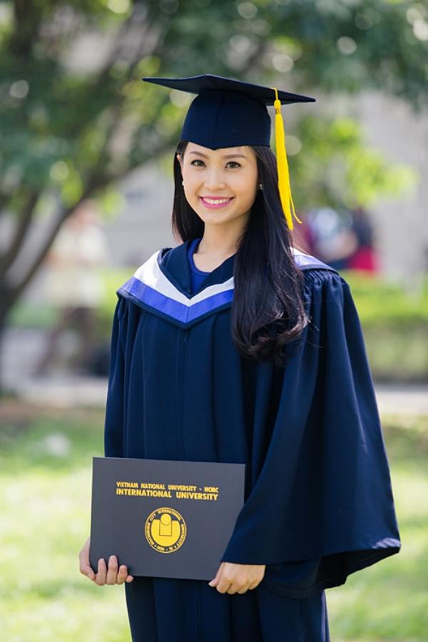 Á hậu 2 Hoa hậu Việt Nam 2014 Diễm Trang nhận bằng loại giỏi chuyên ngành Marketing của trường Đại học Quốc Tế (Đại học Quốc gia TP HCM). Cô hiện hoạt động MC và có cuộc sống hạnh phúc bên chồng con ở