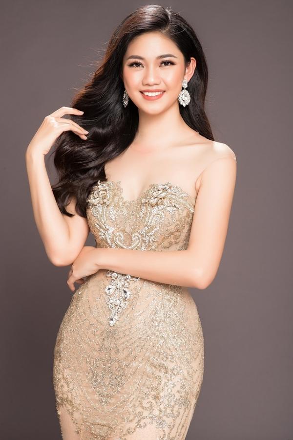 Ngô Thanh Thanh Tú hoàn thành việc học tại Học viện Ngoại giao trước khi trở thành á hậu 1. Cô học tiếng Nhật, Pháp, thành thạo nhất tiếng Anh và từng đạt số điểm IELTS 6.5.