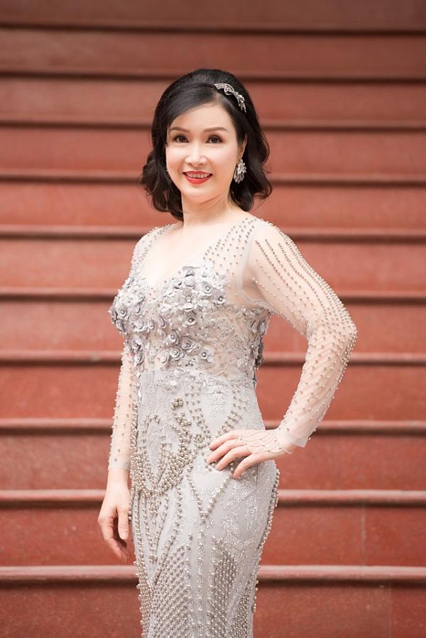 Hoa hậu Việt Nam 1988 Bùi Bích Phương tốt nghiệp khoa tiếng Anh của Đại học Tổng hợp Hà Nội.