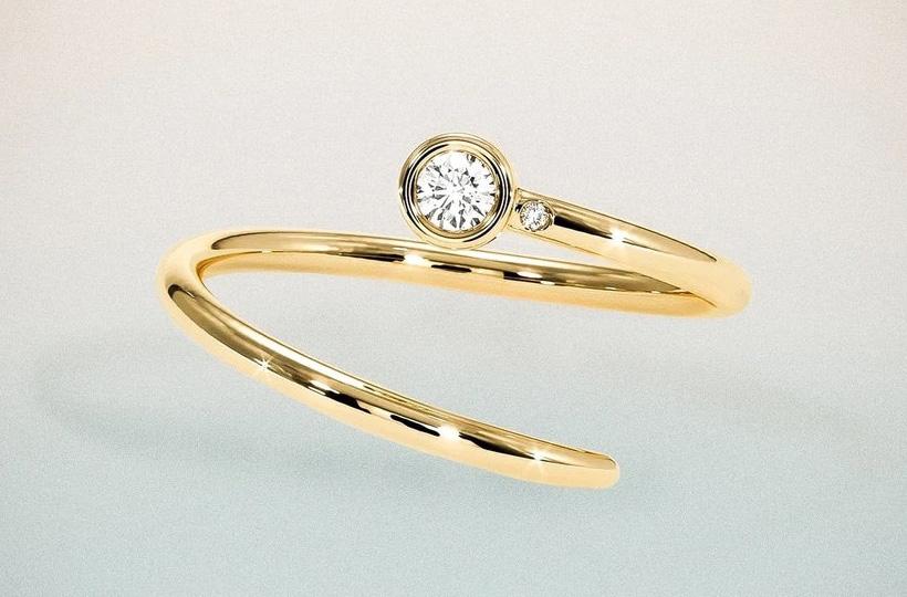 Chiếc nhẫn Shiffon Duet Pinky ẩn chứa ý nghĩa trao quyền cho phụ nữ.