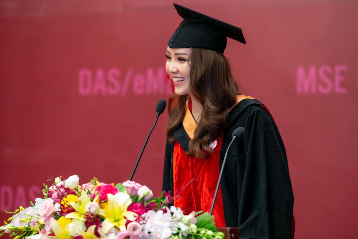 Á hậu 2 Hoa hậu Việt Nam 2008 Thụy Vân tốt nghiệp Đại học Ngoại thương Hà Nội.