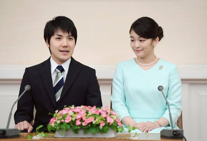 Công chúa Mako và bạn trai Kei Komuro trong một cuộc họp báo ở Tokyo vào tháng 9/2017. Ảnh:Kyodo