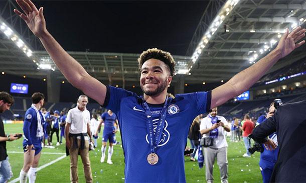 Reece James với huy chương vô địch Champions League. Ảnh: News Group Newspapers