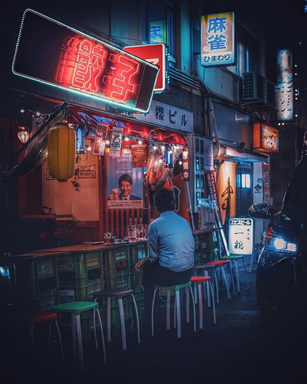 Nhiều khách hàng ở Nhật có thói quen đi ăn một mình. Ảnh: moto_ph0t0