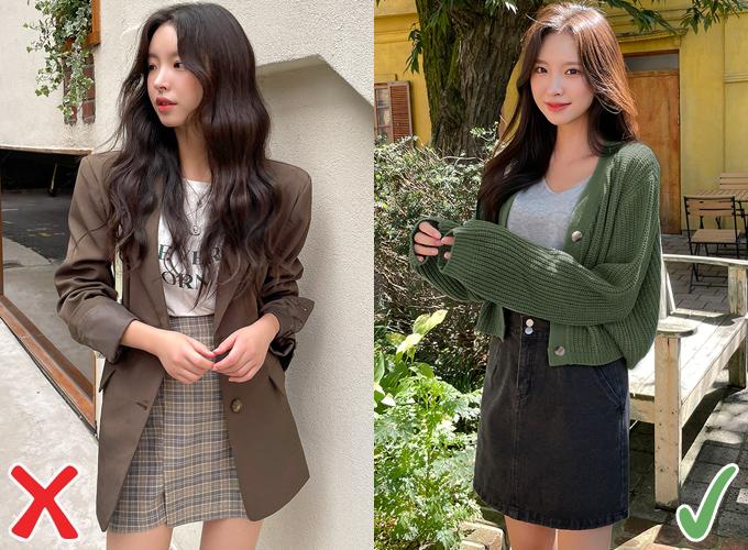 So với việc sắm blazer, nếu muốn mua một chiếc áo khoác mùa thu online trong thời gian này, bạn có thể cân nhắc các kiểu cardigan. Áo khoác len không quá kén chọn phom dáng, dù mặc rộng hay ôm dáng một chút đều có thể phối đồ dễ dàng.