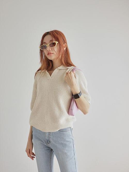 Thay thế cho các mẫu áo vải thô, chất liệu mỏng là những mẫu áo dệt kim phù hợp với không khí giao mùa và giúp bạn gái tôn nét thanh lịch.