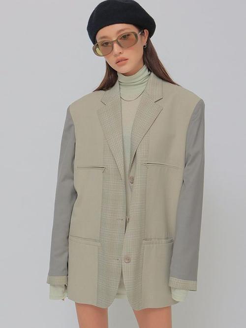 Bước vào mùa thu đông, áo khoác dáng rộng được mix cùng các mẫu áo thun cổ lọ, áo dệt kim mỏng thay cho các kiểu áo hai dây, áo crop-top tôn nét sexy.